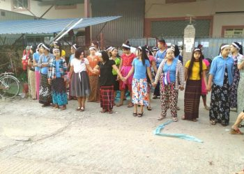 Striking garment workers return to work after deal